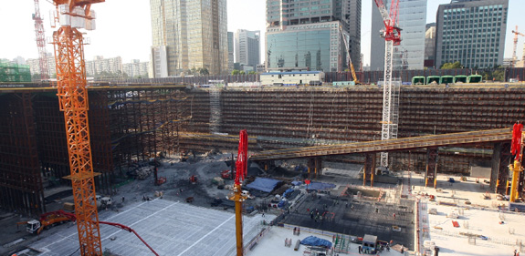 The hole for the Lotte Jamsil Super Tower in Seoul. Estimated completion time: December 2016
