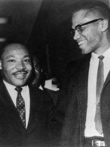 comparison of martin luther king jr and malcom x Le 26 mars 1964, malcolm x et martin luther king jr se rencontrent en marge des débats au sénat américain sur la loi pour les droits civiques.